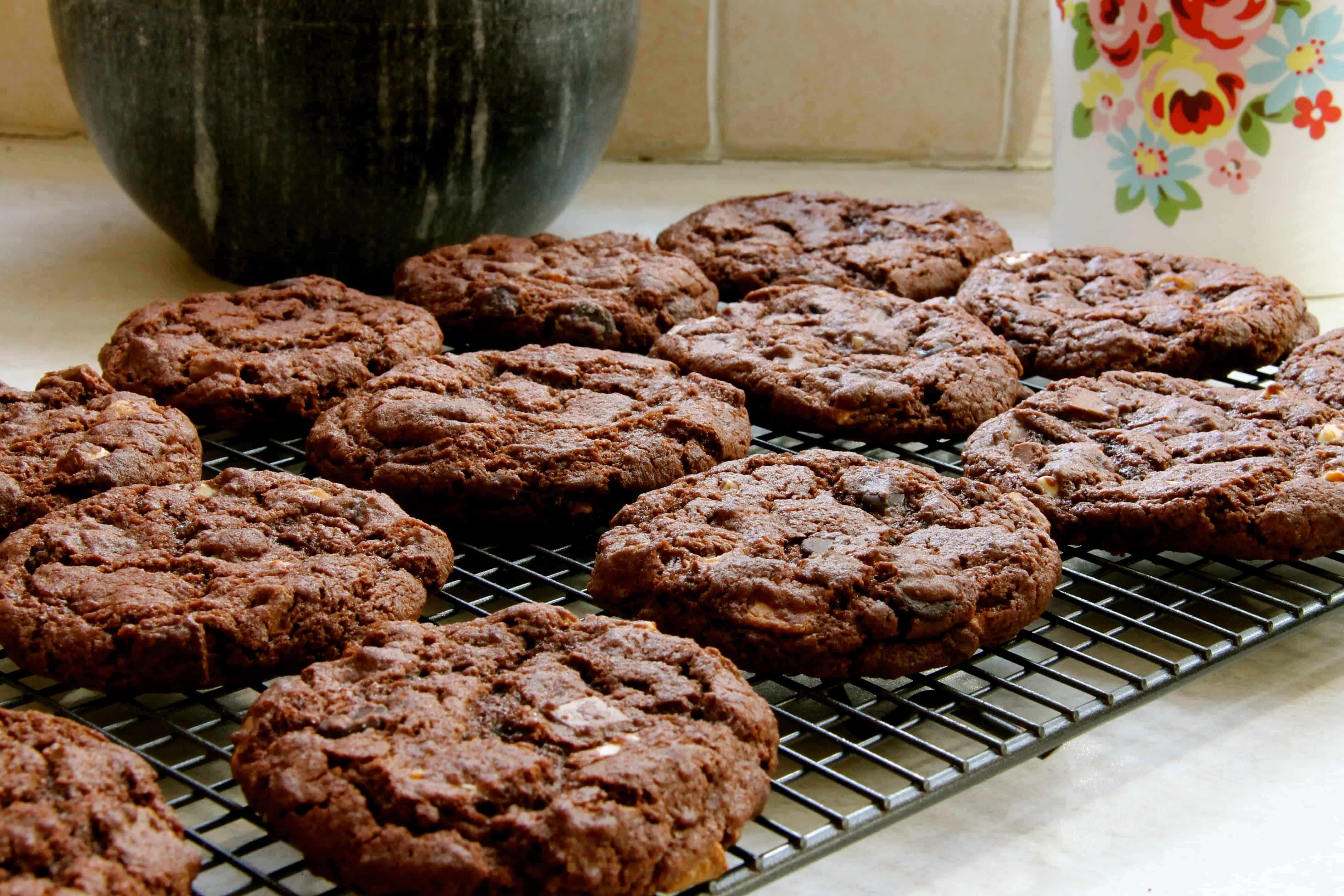 Triple Chocolate Chip Crinkle Cookies! - Jane's Patisserie